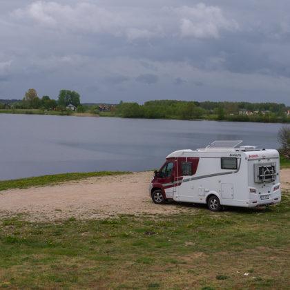 Daugavas krastā pie Tomes
