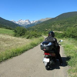 Ceļā no Spānijas uz Franciju Pirenejos
