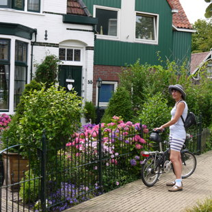 Pa ceļam uz vējdzirnavām priecējam acis ar krāšņajiem holandiešu dārziem