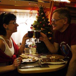 Ziemassvētku vakars autostāvvietā kaut kur starp Berlīni un Drēzdeni