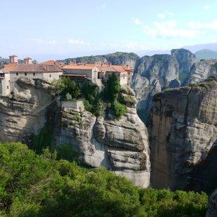 Grieķija, Meteora. Klosteri kalnu galos.